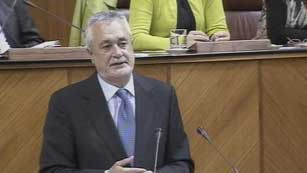 Ver vídeo  'Griñán centra su discurso de investidura en torno a la crisis y las políticas sociales'