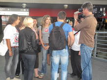Un grupo de trabajadores a las puertas de la estación de Atocha