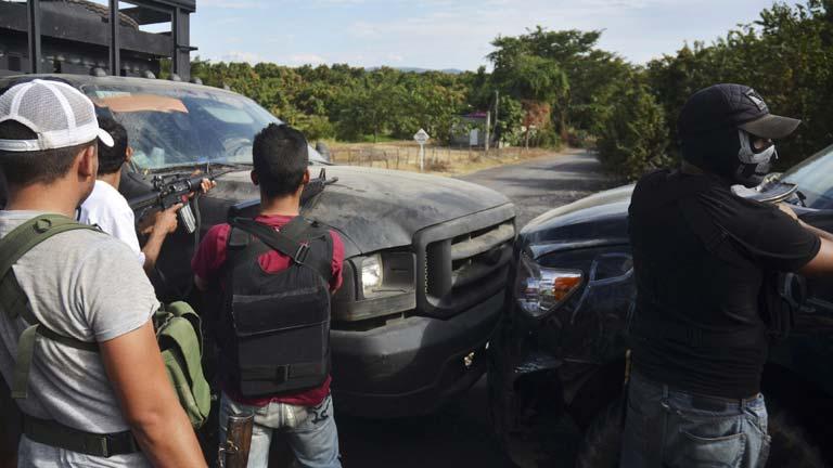 México intenta desarmar a los grupos de autodefensa civil en Michoacán