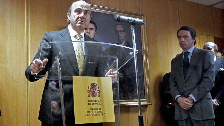 De Guindos prevé que la economía española entrará en recesión en 2012