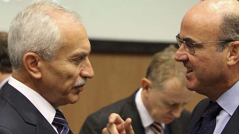 De Guindos promete a la UE nuevas reformas este mes y ajustar el déficit de 2012