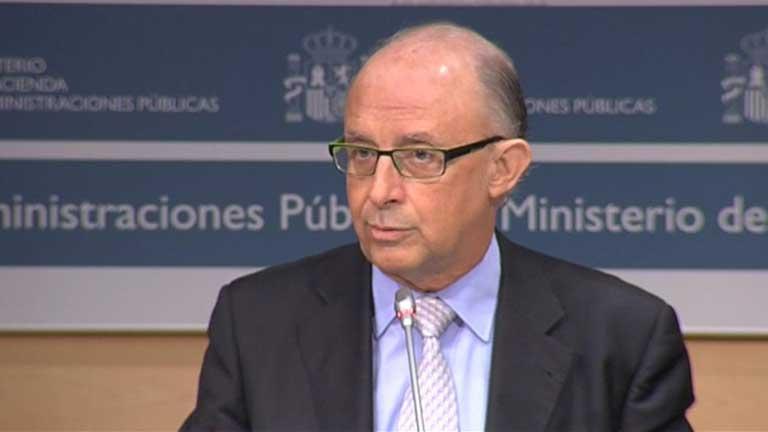 Hacienda amonesta a ocho CC.AA. y endurece el objetivo de 2013 con dos abstenciones del PP