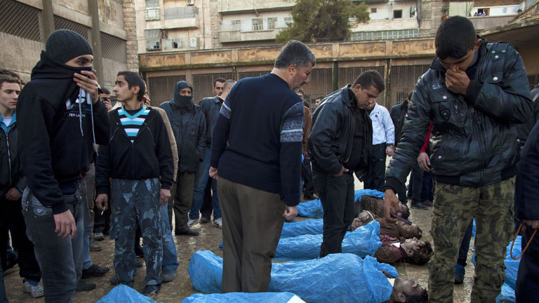 Hallan decenas de cadáveres flotando en un río de Alepo