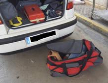 Hallan un inmigrante dentro de un maletero en el interior de una bolsa de deportes