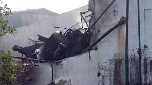 Ver vídeo  'Hallan un segundo cadáver en la explosión de la fábrica cacereña de Moraleja'