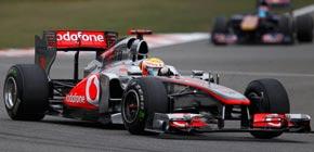 Hamilton planta cara a Vettel y le arrebata la victoria en China
