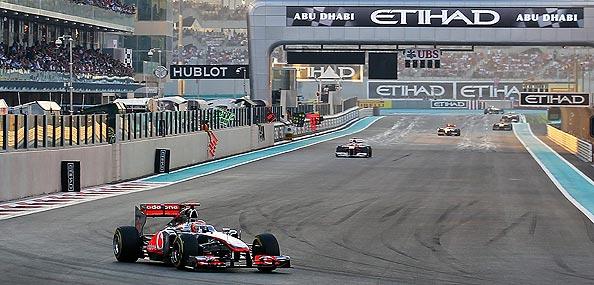 Hamilton se aprovecha del abandono de Vettel y Alonso acaba segundo con una magistral carrera