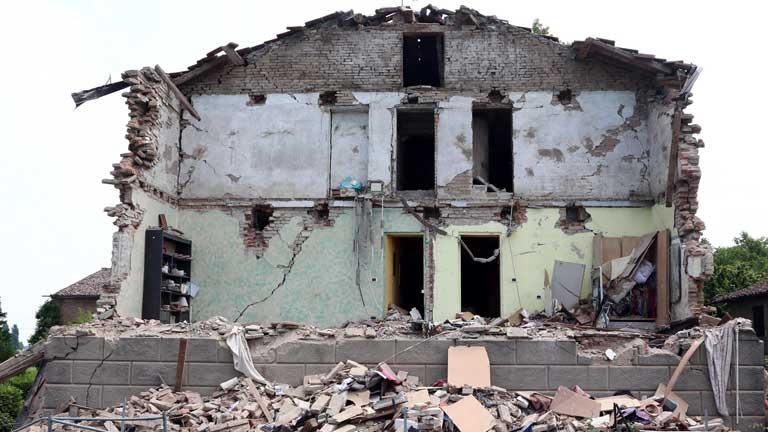 Réplicas en Italia desplazan a la población