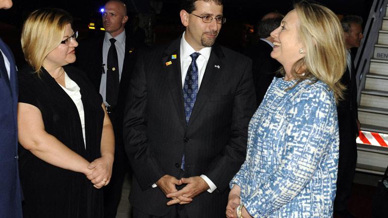 Hillary Clinton llega a Israel tras dejar Egipto entre protestas