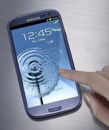 El nuevo smartphone, cuenta con un procesador de cuádruple núcleo, una pantalla de 4,8 pulgadas, dos cámaras y reconocimiento de voz