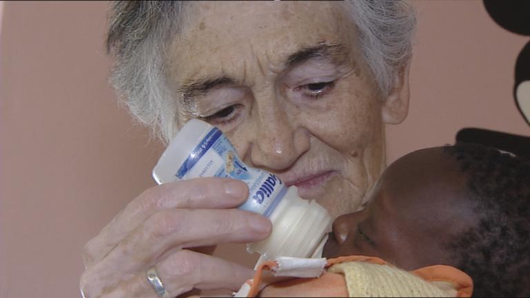El hogar de las hermanas franciscanas de Dakar lleva 60 años cuidando niños huérfanos