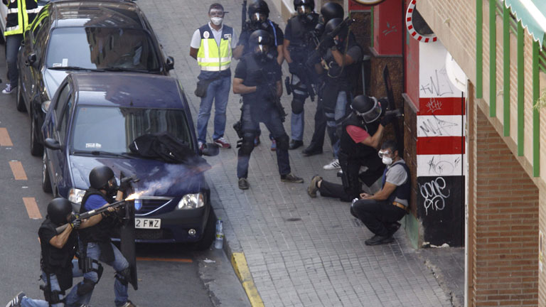 Un hombre armado se atrinchera en un bar de Zaragoza y acaba suicidándose