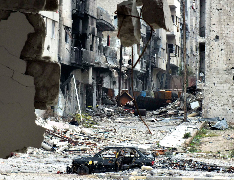 Homs ha sido uno de los principales frentes de batalla también este año en la guerra de Siria. Solo hace falta observar esta fotografía para entender el sufrimiento que viven los sirios en este conflicto que dura ya casi dos años. REUTERS/Yazan Homsy