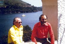Fotografia facilitada por Horst Lehwald (i) que posa junto al doctor Hans Schilling, en la terraza de El Bulli en los años 60.