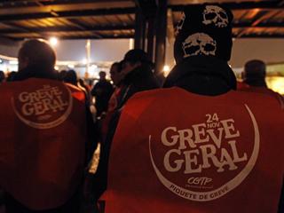 Ver v?deo  'La huelga general paraliza los transportes y la gran industria en Portugal'