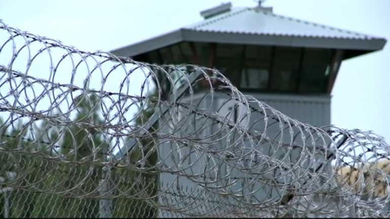 Decenas de miles de presos en California, en huelga de hambre