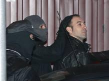 Entre los detenidos, se encuentra Ibai Iparaguirre Burgoa, al que algunas fuentes vinculan con el asesinato de un militar en Santoña en septiembre de 2008