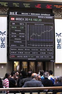El Ibex reacciona con subidas a la mejora del mercado de deuda