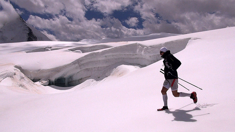 Iker Karrera completa la Alta Ruta Chamonix-Zermatt en tiempo récord