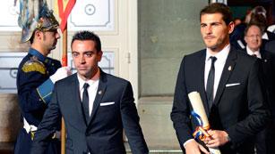 Ver vídeo  'Iker y Xavi, amigos y únicos premios Príncipe de Asturias que repiten'
