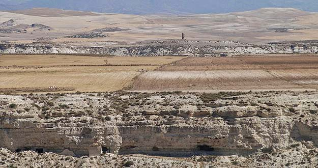 Imagen actual de Orce sobre los sedimentos producto de la evaporación del lago.