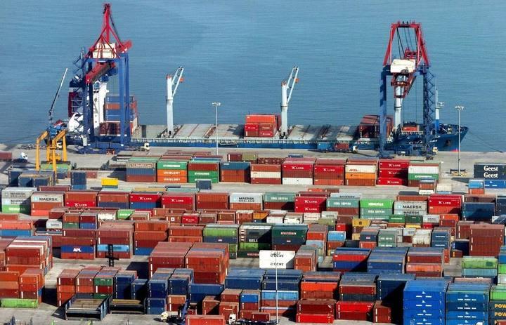 España sale de la recesión técnica, pero no de la crisis