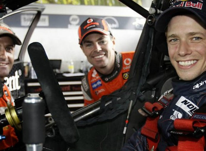 Imagen de Casey Stoner al volante de su Holden.