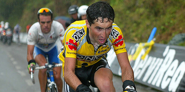 Imagen de Joseba Beloki (ONCE) y Aitor González (Kelme) durante la Vuelta a España 2002.