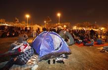 Imagen de la Plaza de la Perla donde han acampado cientos de manifestantes para pedir reformas en el Gobierno