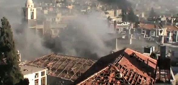 Imágen de videoaficionado conlgadas en YouTube con la que la oposición denuncia bombardeos del régimen sirio sobre Homs