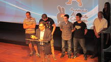 Paco Asensi, director de desarrollo de negocio de RTVE.es, recoge el premio al mejor juego para navegadores por 'Desafío Champions'