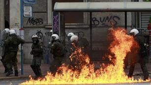 Ver vídeo  'Las imposiciones de Bruselas dan con otra huelga general griega'