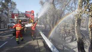 Ver vídeo  'El incendio de Girona está en fase de control aunque no extinto'