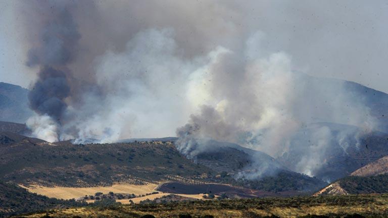 Evacuados los vecinos de Valdesoto y Tortuero por un incendio en Guadalajara