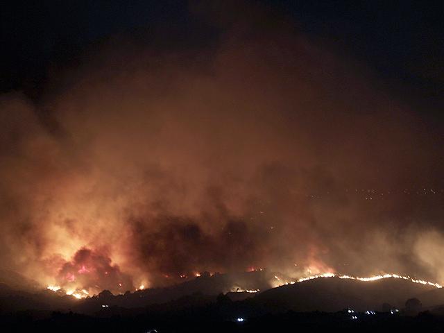 Ver vídeo  'Un incendio en Mijas obliga a desalojar 300 viviendas'