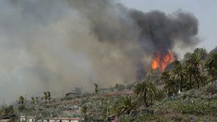 Ver vídeo  'Los incendios de Canarias, significativamente mejor por el cambio del tiempo'
