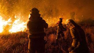 Ver vídeo  'Los incendios forestales azotan varios puntos de Galicia'