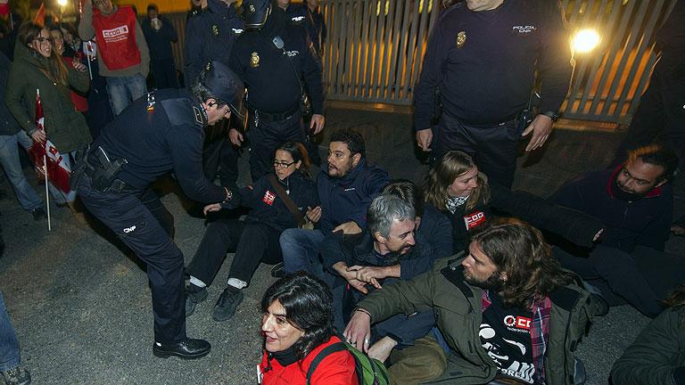 Incidentes aislados, con 28 detenidos, y cumplimiento de servicios mínimos
