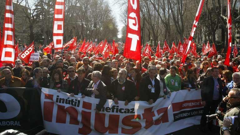 Incidentes al inicio de la manifestación contra la reforma laboral en Madrid