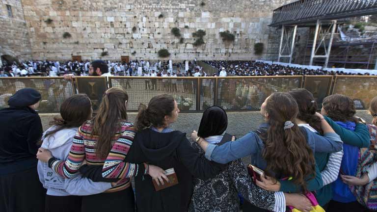 Incidentes en el muro de las lamentaciones por el rezo de las mujeres