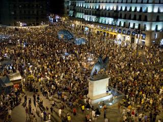 """Ver vídeo  'Los 'indignados' reconquistan Sol al grito de """"Esta es nuestra plaza""""'"""