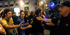 Inédita asamblea entre peregrinos y 15M en el tercer día de manifestaciones encontradas