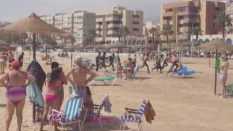 13 inmigrantes llegan a Melilla y sorprenden a los bañistas