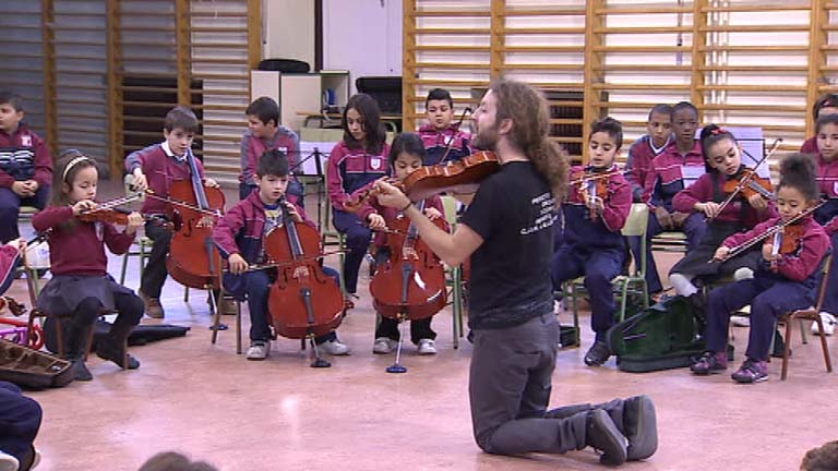 Un colegio de Valladolid consigue la integración de los niños a través de la música, en una orquesta