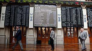 Ver vídeo  'Los inversores redoblan la presión sobre España tras el rescate bancario'