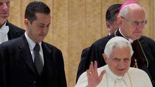 Ver vídeo  'Investigan el entorno del mayordomo del papa'
