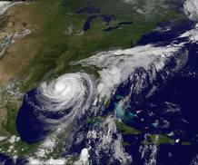 """Esta imágen por satélite muestra al huracán """"Isaac"""" al tomar tierra en Luisiana."""