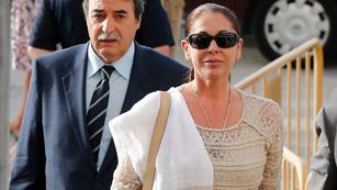 Ver vídeo  'Isabel Pantoja llega a los juzgados vitoreada por sus seguidores'
