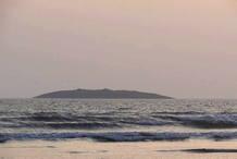 Isla que ha emergido en el Mar Arábigo tras el terremoto en Pakistán