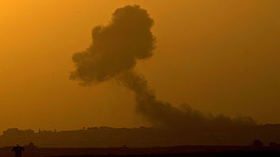 Ver vídeo  'Israel bombardea Gaza desde mar y aire'